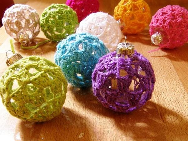 декор самодельными новогодними шарами