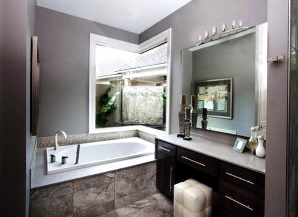 интерьер ванной комнаты в серых тонах