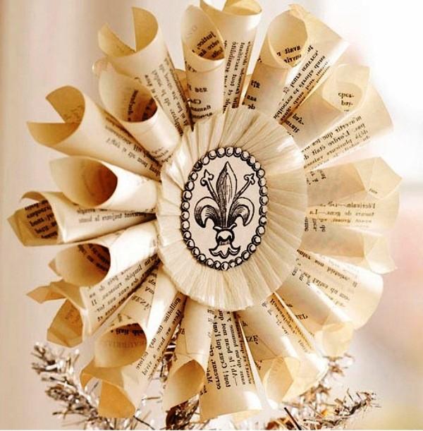 новогодний венок из газетных трубочек