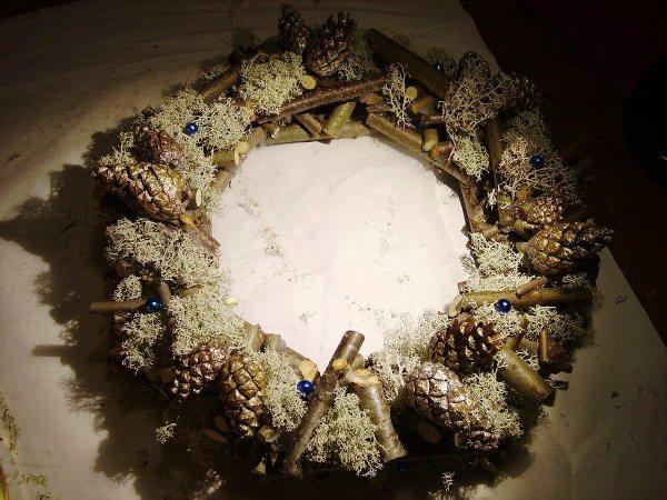 новогодний венок из шишек