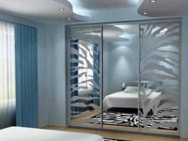 Межкомнатные раздвижные зеркальные двери