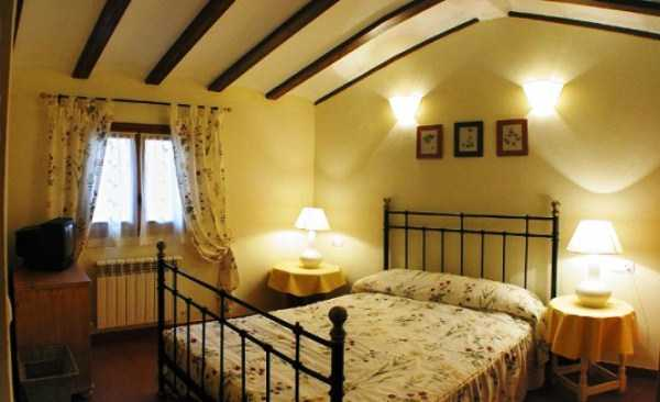 декоративные балки на потолок спальни