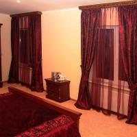 бордовые шторы в интерьере фото