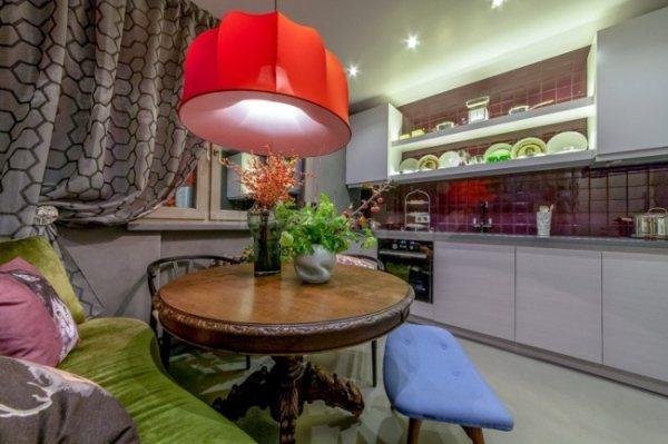 Кухня с диваном 10 кв. м фото