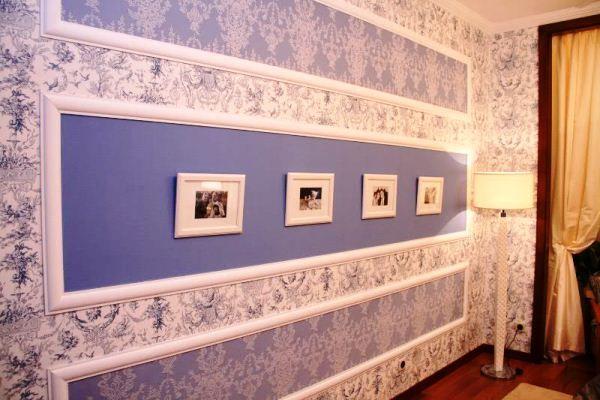 Поклейка обоев двух видов в зале фото