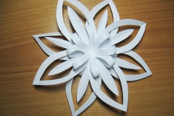 объемная снежинка из бумаги своими руками фото 11