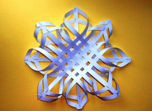 объемная снежинка из бумаги своими руками фото 9