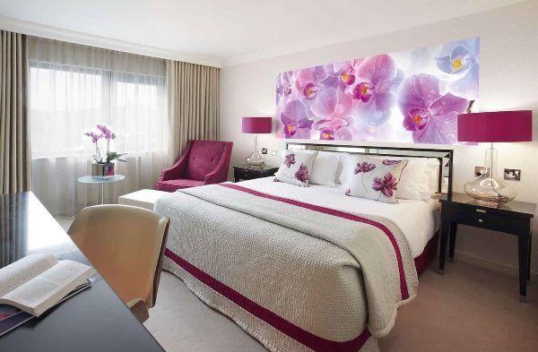 Фотообои орхидеи в интерьере спальни фото
